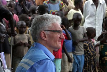 Mark Lowcock, Under-Secretary-General for Humanitarian Affairs and Emergency Relief Coordinator, meets with South Sudanese displaced by the conflict in Central Equatoria, sheltering in Gezira in the outskirts of Yei Town (file).