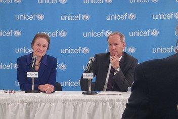 儿童基金会执行主任亨丽埃塔·福尔和瑞典常驻联合国代表奥洛夫·斯科格就儿童困境问题举行记者会。