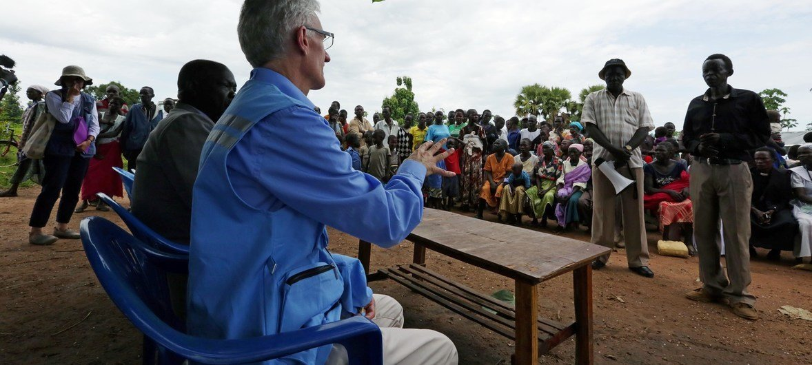 Emergency Relief Coordinator Mark Lowcock meets with people displaced by the conflict in Central Equatoria province, currently sheltering in Gezira in the outskirts of Yei town.