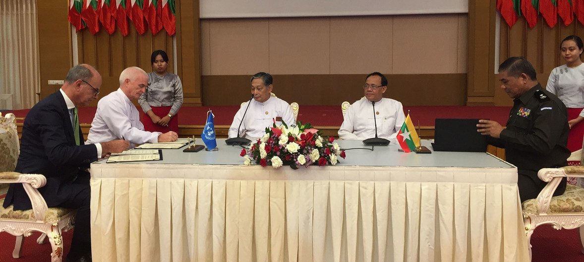 Representatives from the Office of the UN High Commissioner for Refugees (UNHCR), the UN Development Programme (UNDP) and the Government of Myanmar at the ceremony for the signing of the Memorandum of Understanding on Rohingya refugee returns to Myanmar.  Nay Pyi Taw, Myanmar. 06 June 2018.