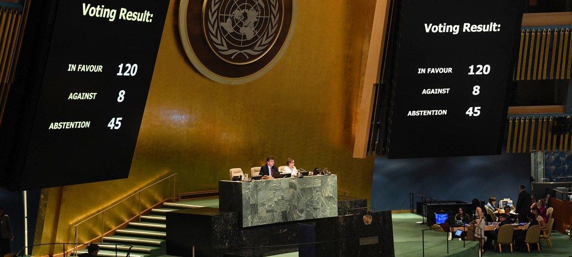 Генеральная Ассамблея ООН приняла резолюцию о защите палестинского гражданского населения.