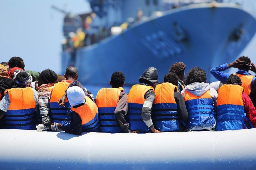 Des migrants traversant la mer Méditerranée secourus par un navire belge (archive)