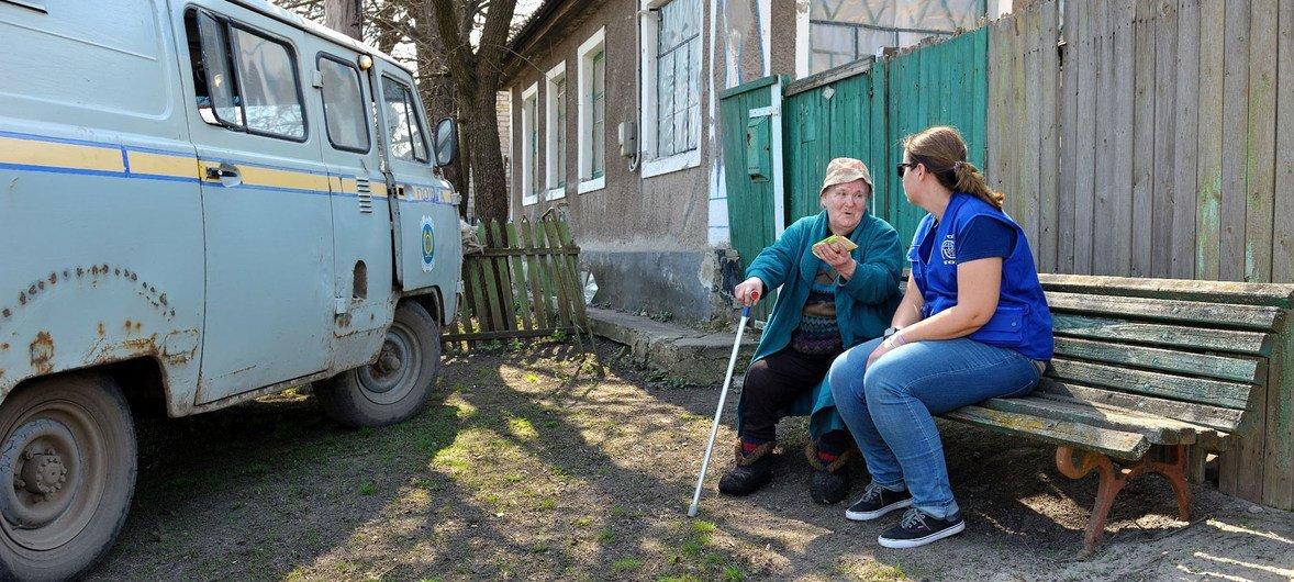 Деревня Крымское в Луганской области, где в воскресенье прошли выборы. В ООН считают выборы в ЛНР и ДНР нарушением конституции и Минских договоренностей.