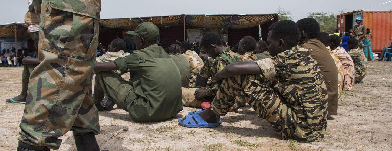 Ataques de grupos armados a civis provocaram centenas de mortes e deslocaram centenas de milhares