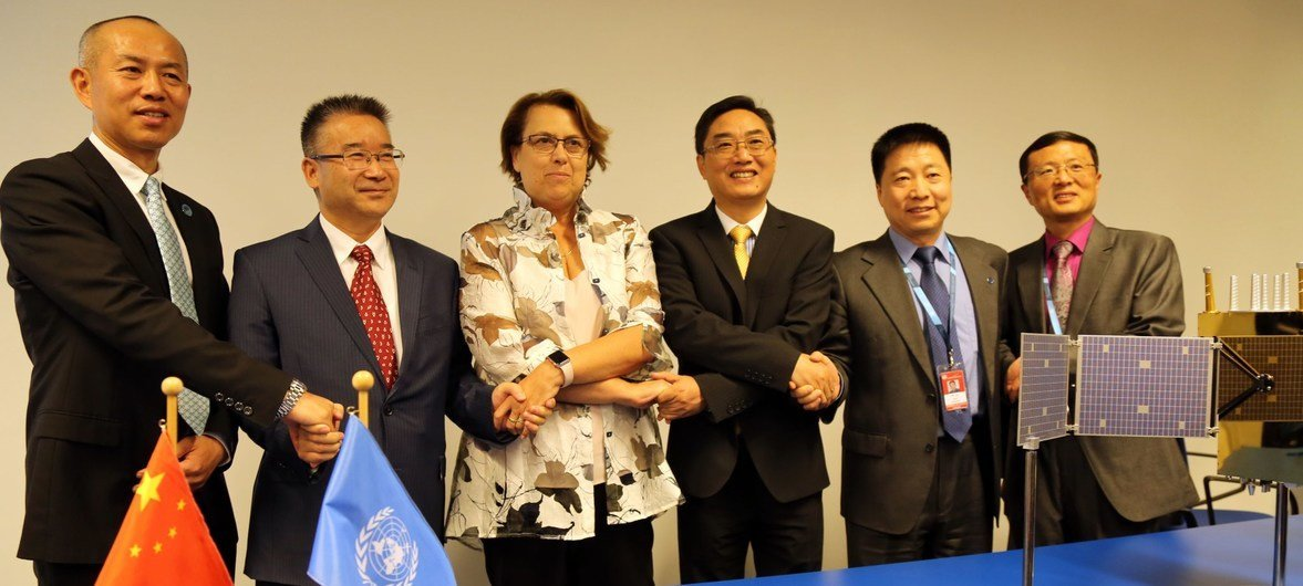 UNOOSA Director Simonetta Di Pippo (centre-left) with senior officials from Chinese space agencies at the signing ceremony.