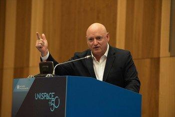 """前美国宇航员斯科特·凯利(Scott Kelly)今天在维也纳举行的联合国""""外空会议+50""""上发表主题演讲。"""