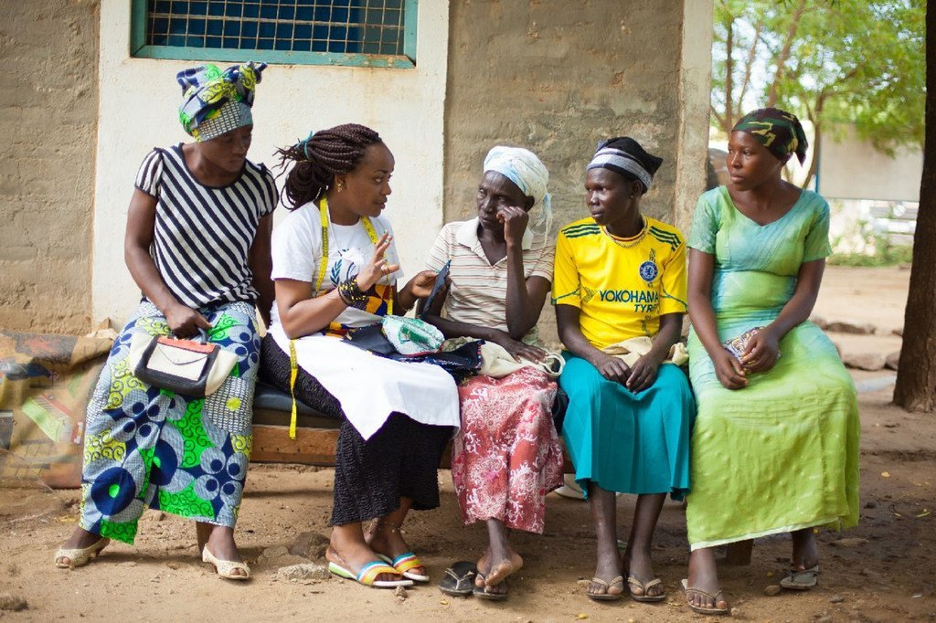 Esperanza, mkimbizi, akiwa na wanawake wenzake katika kambi ya wakimbizi ya Kakuma ,Kaskazini-Magharibi Kenya