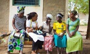 Esperanza akiwa na wanawake wenzake katika kambi ya wakimbizi ya Kakuma ,Kaskazini-Magharibi Kenya