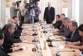 Генеральный секретарь ООН Антониу Гутерриш встретился в Москве с министром иностранных дел РФ Сергеем Лавровым.