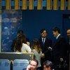 日本东京大学法学教授岩泽雄司(中)今天当选成为国际法院法官。