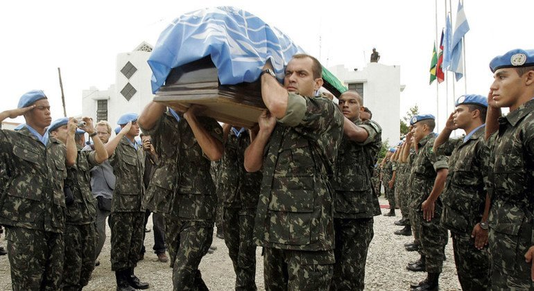 At MINUSTAH's Argentinian Military Hospital, a Memorial Ceremony is held in honor of the life of the late Force Commander, Lt. Gen. Urano Teixeira da Matta Bacellar, before his body is sent back to Brazil for burial.