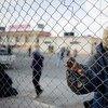 Гражданин Чада пытает пересечь границу с Египтом в попытке укрыться от конфликта в Ливии