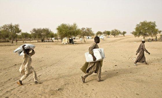 Refugiados nigerianos fogem da violências causada pelo Boko Haram.