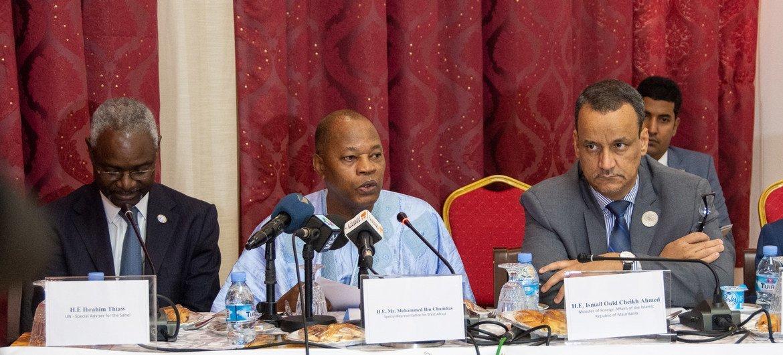 Representante especial do secretário-geral para a África Ocidental, Mohamed Ibn Chambas (centro).