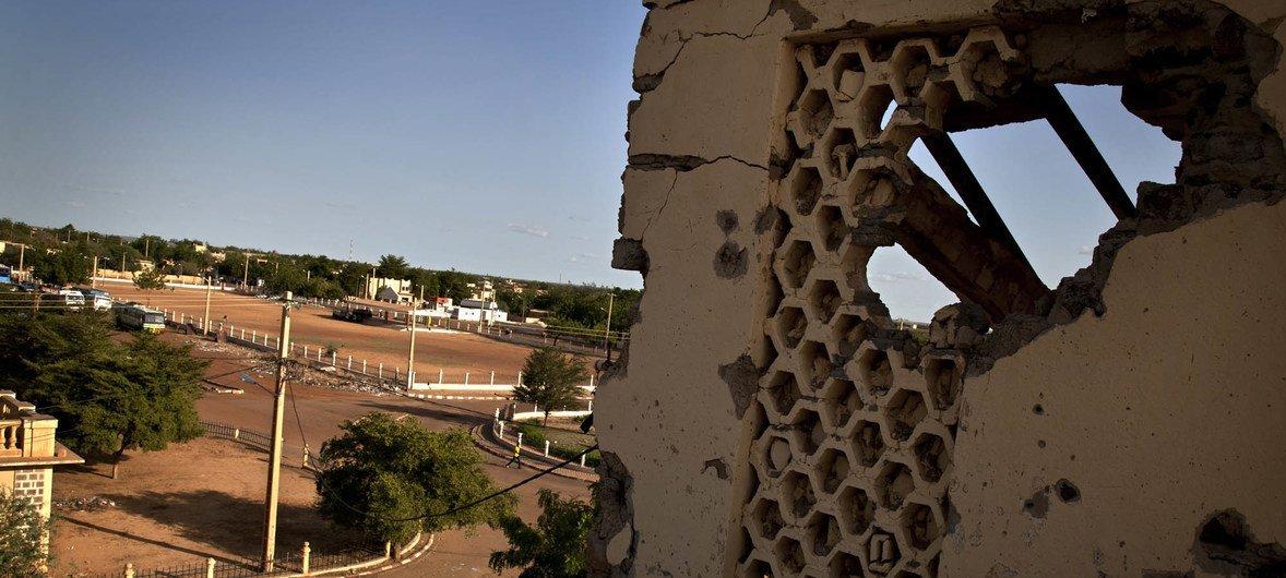 Paredes de edifício de um antigo tribunal com marcas de ataque de artilharia pesada em Gao, no Mali. (foto de arquivo)