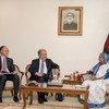 El Secretario General António Guterres (centro) y el presidente del Banco Mundial Jim Yong Kim (izq.) con Sheikh Hasina (dcha.), primera ministra de Bangladesh, en Dhaka, la capital del país..