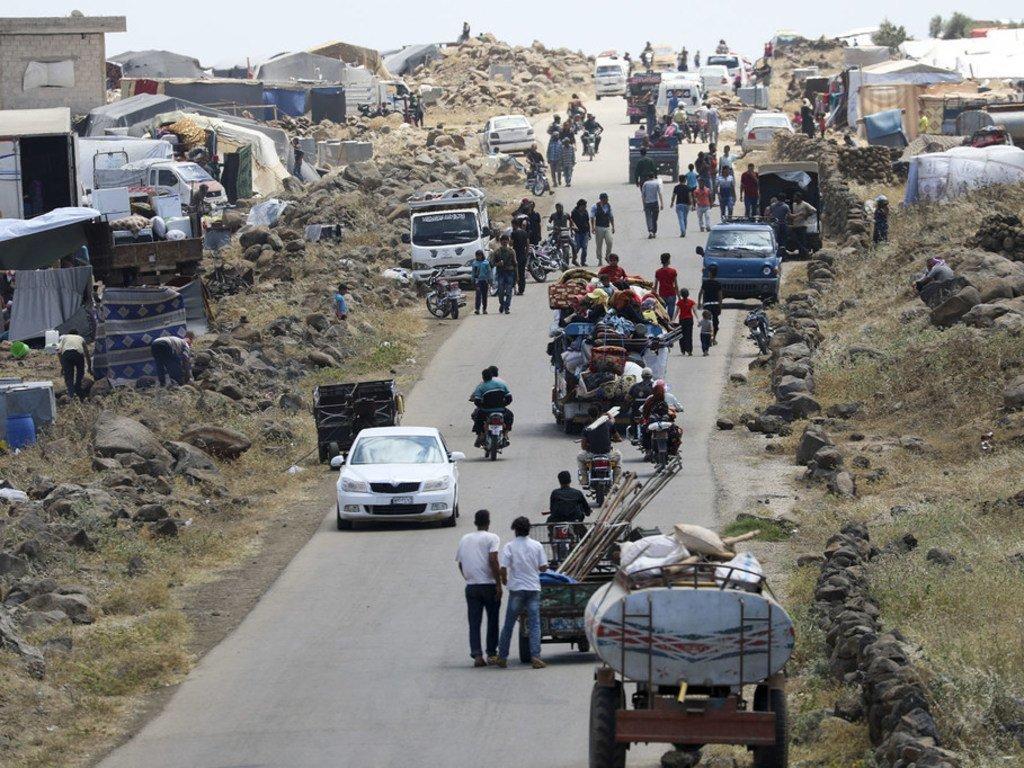 叙利亚西南部流离失所的家庭不得不在露天场所和营地内居住。房屋数量严重不足。