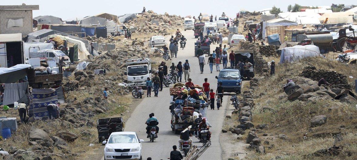 A Agência da ONU para Refugiados estima que entre 270 mil e 330 mil pessoas fugiram dos bombardeios aéreos e dos combates terrestres.