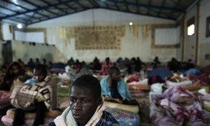 Мигранты в Центре содержания в Триполи, Ливия