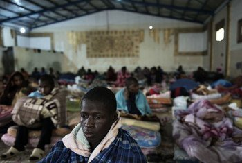 Des migrants dans un centre de détention dans les faubourgs de Tripoli en Libye, en février 2017.