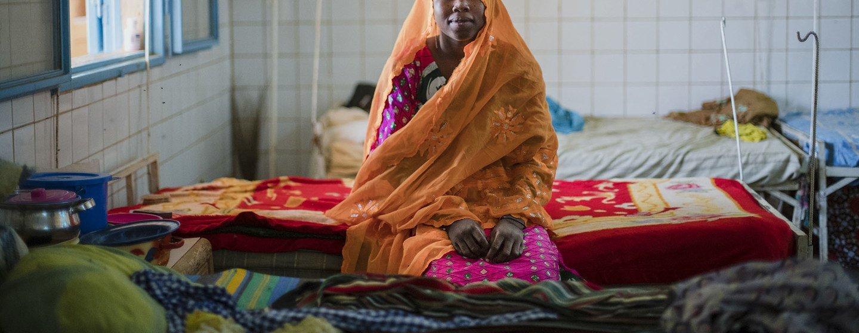 Kodi Moumdau, de 23 anos, está se recuperando da operação de fístula obstétrica em clínica financiada pelo Unfpa em Niamey, Níger