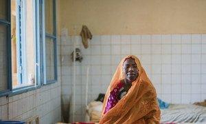 Kodi Moumdau, vingt-trois ans, se remet bien d'une opération de la fistule obstétricale qu'elle a subie au Centre national de référence de la fistule obstétricale, une établissement financé par l'UNFPA à Niamey, au Niger.