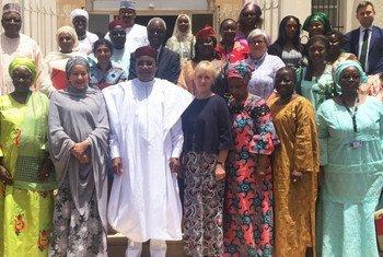 Amina Mohammed com o presidente do Níger, Mahamadou Issoufu, e a ministra dos Negócios Estrangeiros da Suécia, Margot Wallström.