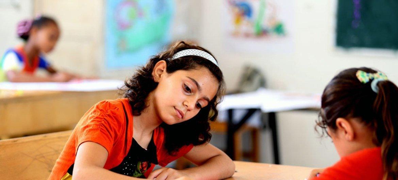 O novo currículo pode vir a ser aplicado em outras partes do mundo.  Nesta foto, crianças numa escola em Gaza.