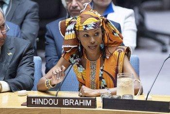 الناشطة التشادية هندو إبراهيم ممثلة المنتدى الدولي للشعوب الأصلية المعني بتغير المناخ تخاطب جلسة مجلس الأمن الدولي حول تأثير تغير المناخ على السلم والأمن الدوليين.