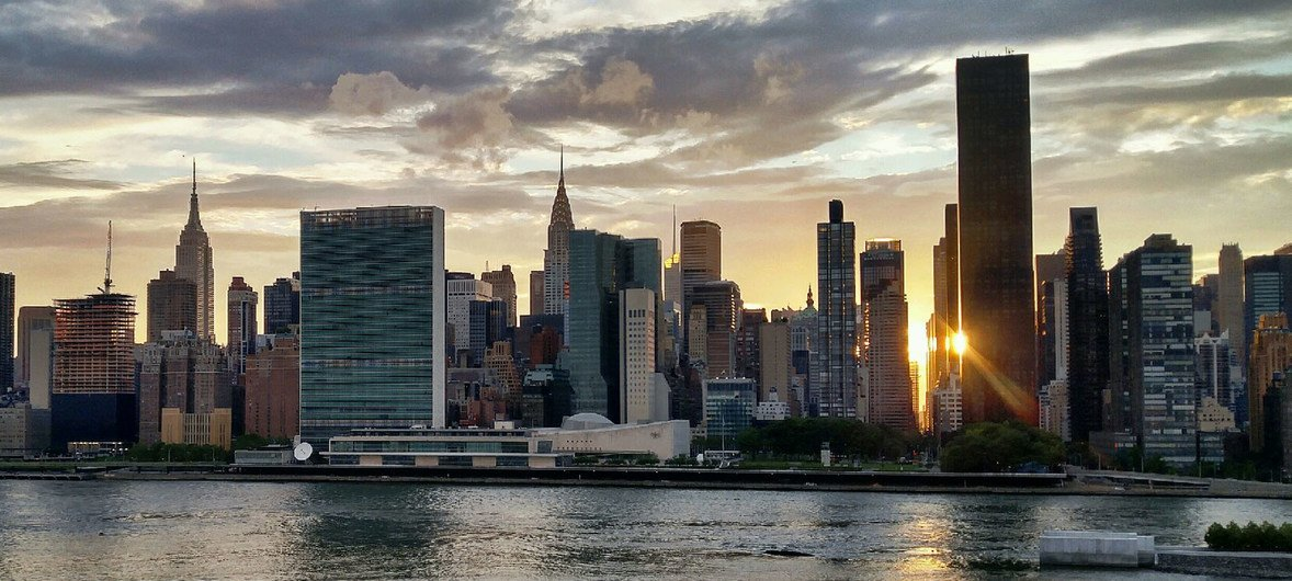 Нью-Йорк. Вид на штаб-квартру ООН.