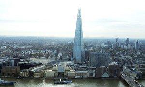 """Vue du """"Shard"""" (l'éclat de verre) de Londres sur les bords de la Tamise"""