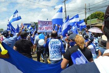 A Managua, des manifestants participent à une marche pour exiger la fin des violences au Nicaragua.