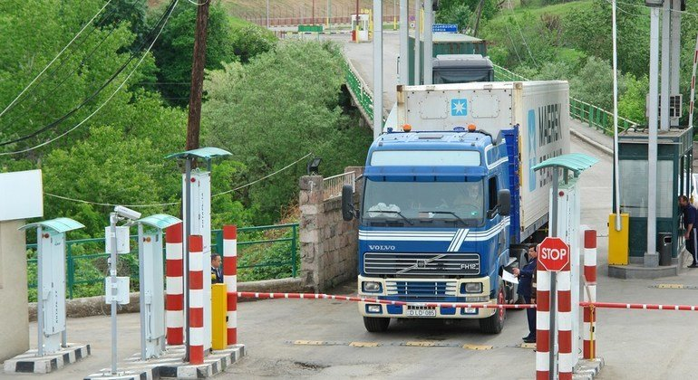 A truck carrying goods crosses the Armenian border. (file)