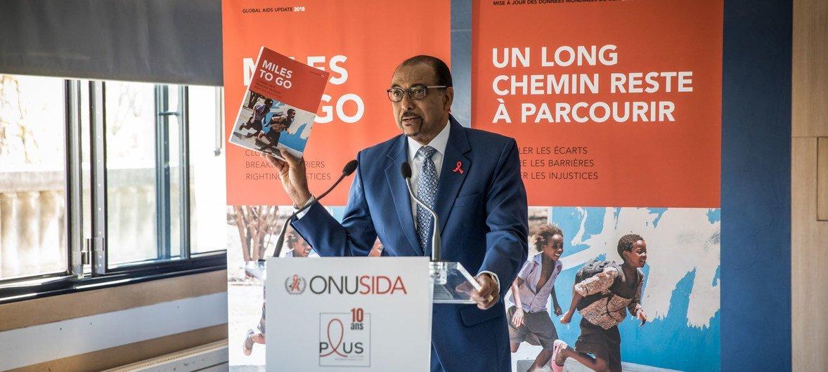 Michel Sidibé, director ejecutivo de ONUSIDA, durante el lanzamiento del último informe sobre la situación del VIH a nivel mundial, en París, Francia.