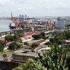 ब्राज़ील के ऑल सेण्ट्स बे में पोर्ट ऑफ़ सैल्वाडोर में कर्गो व क्रूज़, दोनों जहाज़ का आवागमन होता है.