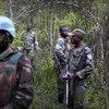 联合国刚果民主共和国稳定团的马拉维籍维和人员与刚果民主共和国武装部队成员共同在该国东部执行巡逻任务。