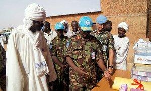 Mwezi Aprili 2018, Luteni Jenerali Ngondi akikabidhi madarasa, ofisi na vifaa vya elimu katika shule ya msingi ya wavulana ya Al Bashir katika eneo la Abu Shouk, mjini El Fasher, Kaskazini mwa Darfur.