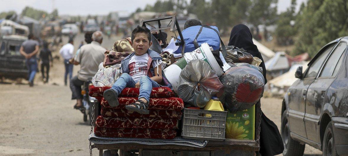 叙利亚斯南部的流离失所家庭。