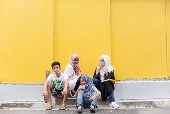 Des enfants réfugiés reçoivent une éducation en Malaisie