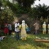 Des membres de la Croix-Rouge de la République démocratique du Congo organisent une formation sur les inhumations en toute sécurité dans le village d'Itipo (10 juin 2018).