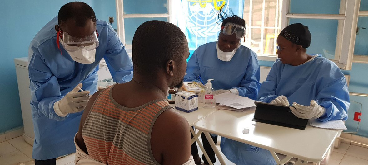 Vacinação em Mbandaka, na República Democrática do Congo, durante o último surto de ebola.