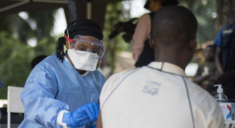 Ebola : le Burundi lance une campagne de vaccination du personnel de santé sur le terrain