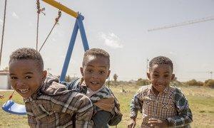 En Libye, l'UNICEF, en coordination avec l'OMS, vise à vacciner 2,75 millions d'enfants exposés au risque de maladies