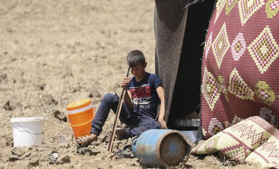 Menino deslocado em Quneitra, perto dos Golâ