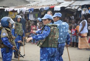 Des femmes policiers faisant partie de la Mission de paix de l'ONU au Libéria (MINUL) en 2007.