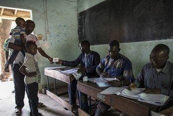 29 июля в Мали прошли президентские выборы. На одном из избирательных участков в столице страны Бамако.