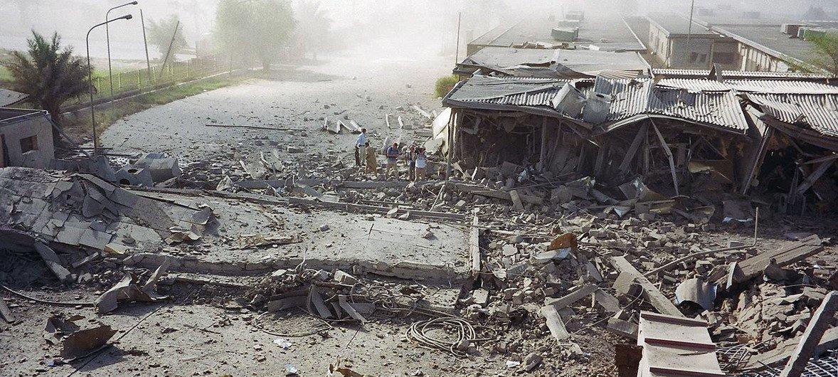 2003年8月19日,汽车炸弹摧毁了联合国驻巴格达办事处驻地建筑的外围。