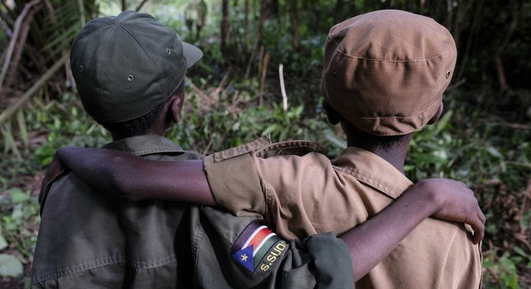 Dos niños liberados por grupos armados en Sudán del Sur en Yambio.
