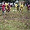 Watu wenye ulemavu wakicheza mpira wa miguu katika wilaya ya Kayunga Uganda