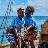В ИМО предлагают расширить возможности для трудоустройства женщин в судоходстве. На фото девушки-матросы судна, выходящено из порта Сувы,  столицы Фиджи.